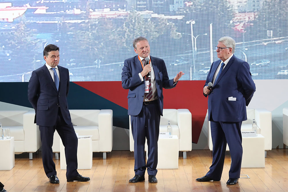 """International Trends in Growth Economics"" at Second Stolypin Forum"
